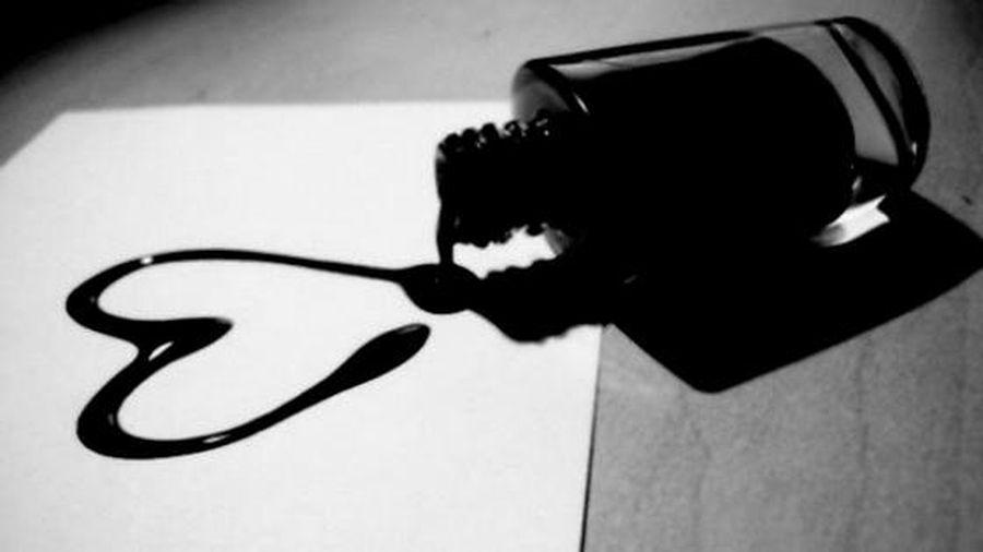 Dấu chấm đen trên tờ giấy trắng