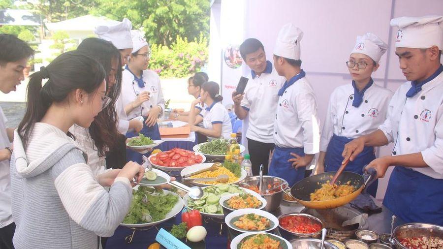 Ngày hội việc làm, hướng nghiệp cho 1000 học sinh, người lao động