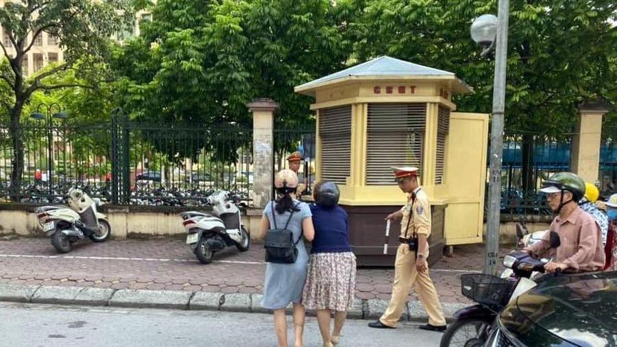 Làm rõ vụ cán bộ CSGT Hà Nội bị tố 'giật tay lái' xe máy làm ngã 2 phụ nữ