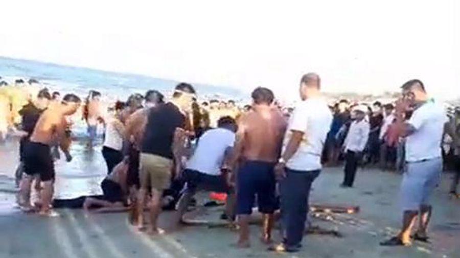 4 thanh niên rủ nhau đi tắm biển, 3 người bị đuối nước
