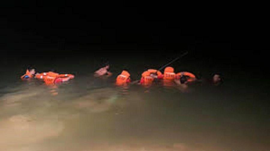 Bàng hoàng phát hiện thi thể 3 mẹ con nổi trên sông Thương
