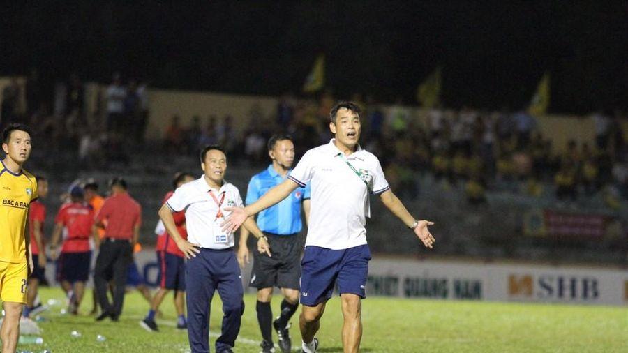 SLNA đề nghị ban tổ chức xem lại trọng tài bắt trận Quảng Nam