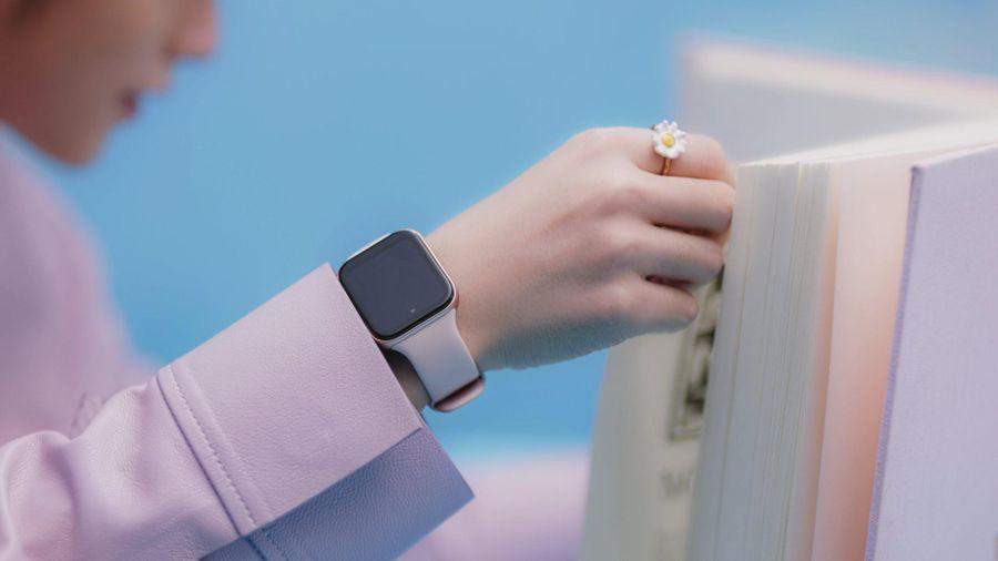 Dân mạng 'truy tìm' smartwatch Sơn Tùng đeo trong MV Có Chắc Yêu Là Đây