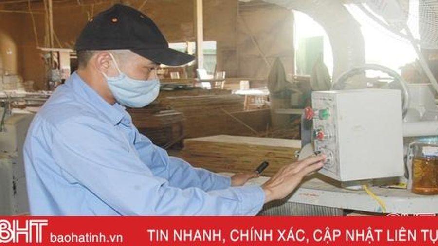 Từ anh thợ mộc thành điển hình tiên tiến trong lao động sản xuất ở Hà Tĩnh