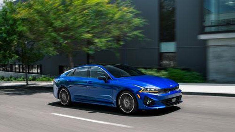 Cận cảnh sedan đẹp long lanh, động cơ tăng áp, cạnh tranh với Toyota Camry, Honda Accord