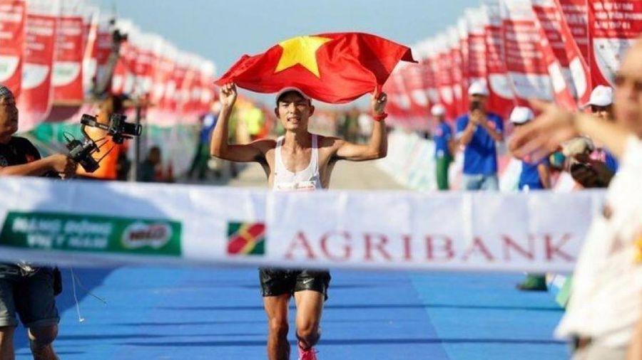 Học trò của huyền thoại Bùi Lương thống trị Tiền Phong marathon