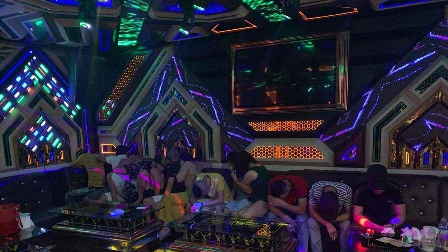 Quảng Bình: Bắt giữ 'ổ nhóm' nam nữ sử dụng ma túy trái phép tại phòng karaoke