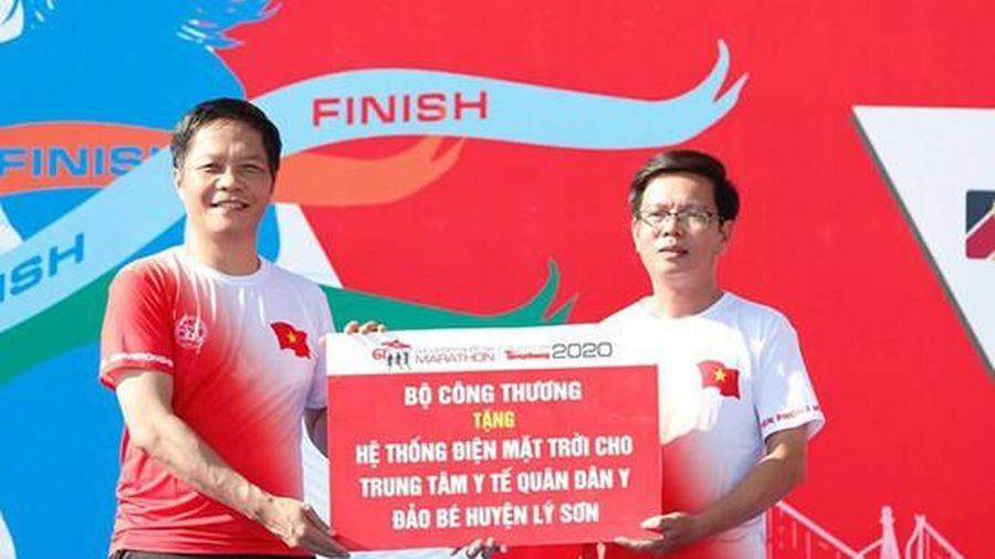 Bộ trưởng Trần Tuấn Anh tặng hệ thống điện mặt trời cho Trung tâm Y tế Quân dân y đảo Bé