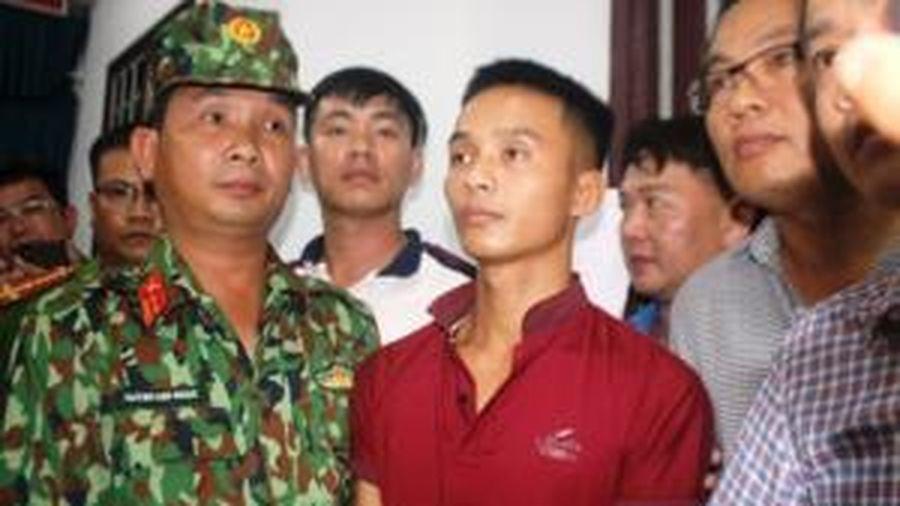 Trao giấy khen cho người báo tin giúp cảnh sát bắt Triệu Quân Sự