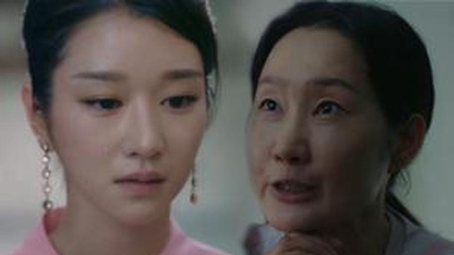 'Điên thì có sao' tập 6: Seo Ye Ji sốc đến phát khóc vì mẹ ruột trở về bắt cóc Kim Soo Hyun đi?