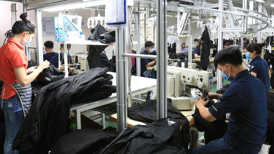 Sản xuất khẩu trang tiếp tục là cứu cánh của doanh nghiệp dệt may