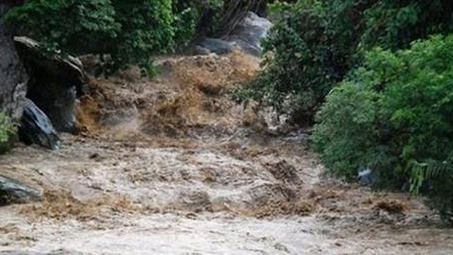 Hà Nội có mưa to, vùng núi đề phòng lũ quét