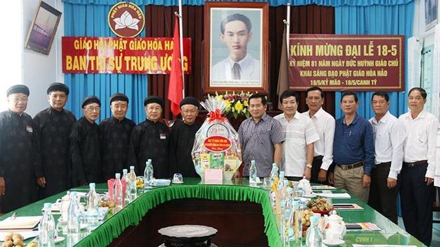 Công an tỉnh An Giang thăm, chúc mừng Ban trị sự T.Ư GHPG Hòa Hảo