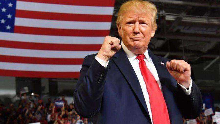 Tổng thống Mỹ gia hạn bảo vệ tiền lương để trợ giúp doanh nghiệp