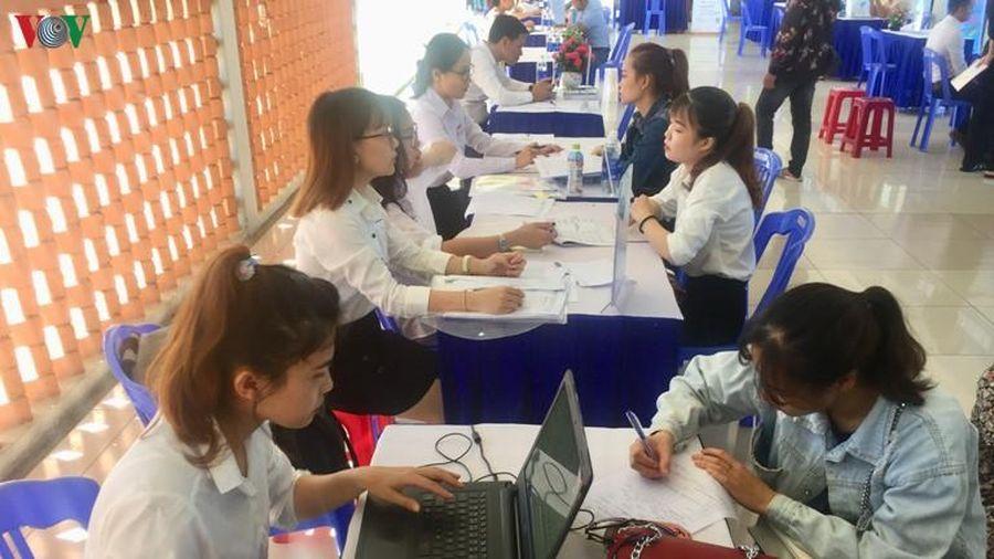 Ngày hội việc làm tại Đà Nẵng thu hút đông đảo học sinh, sinh viên
