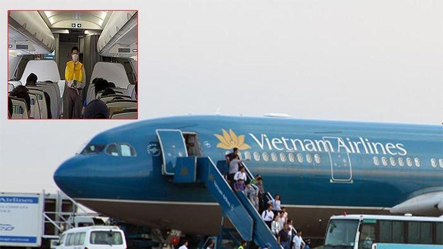 Tự ý xé áo phao, trốn nộp phạt, nữ hành khách bị cấm bay