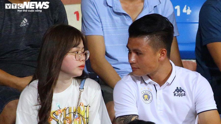 Huỳnh Anh đặt lại trạng thái hẹn hò với Quang Hải trên Facebook