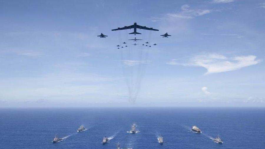 Sau tàu sân bay, Mỹ điều thêm oanh tạc cơ B-52 đến tập trận ở Biển Đông
