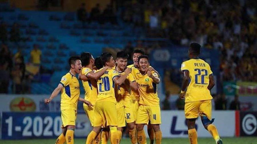 Bất mãn với trọng tài, SLNA viết đơn kiến nghị sau trận thua Quảng Nam