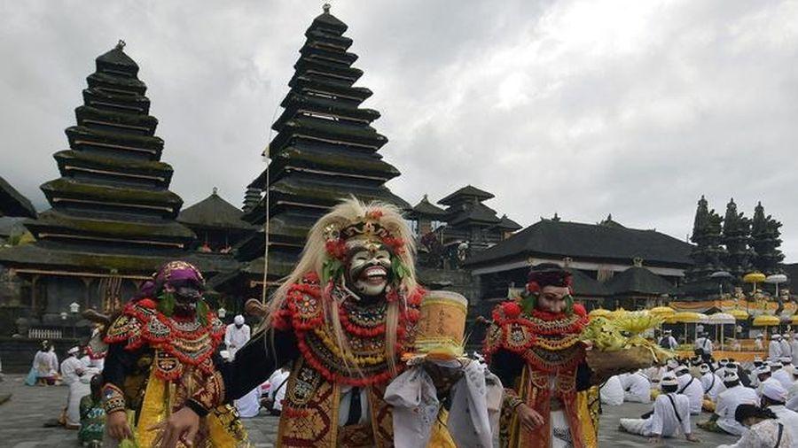 Bali tổ chức cầu nguyện tập thể trước lúc đón khách lại