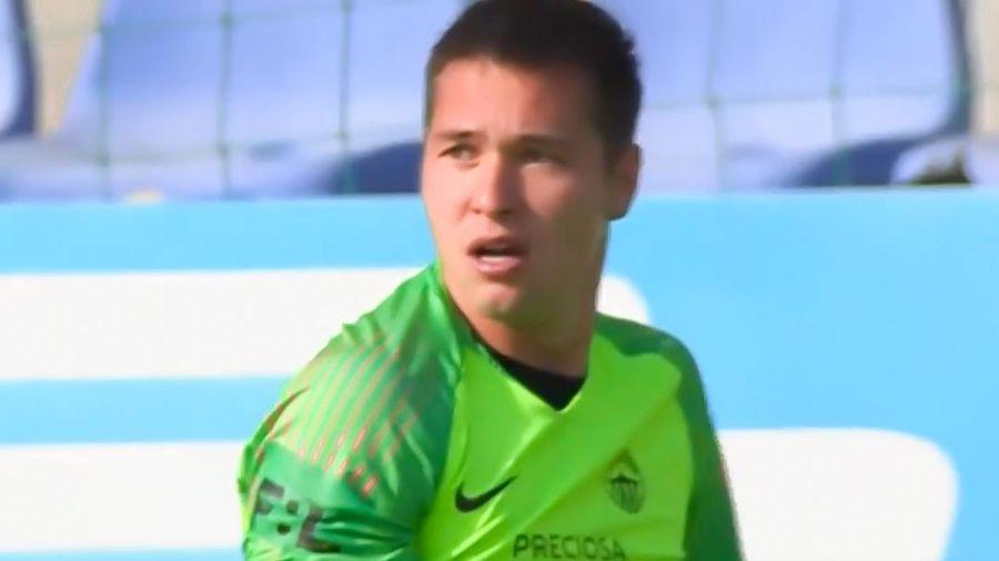Filip Nguyễn khó chịu sau khi bị lốp bóng qua đầu