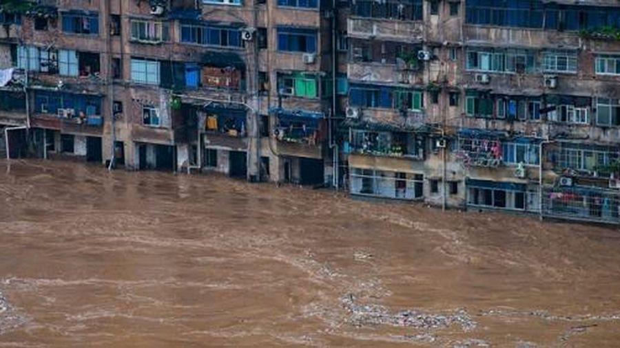 Lũ lụt dữ dội ở Trung Quốc đe dọa nhiều đê điều, hồ chứa