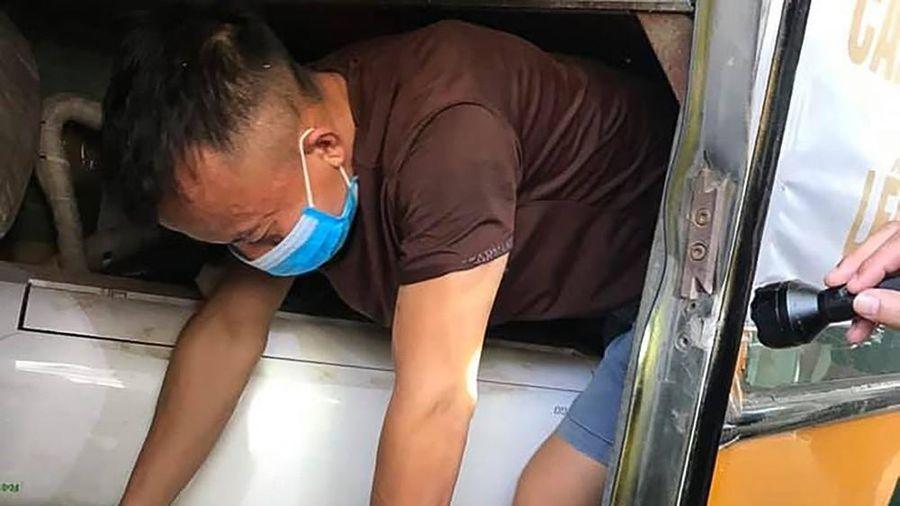 Phát hiện nhiều người chui hầm xe qua cửa khẩu để trốn cách ly