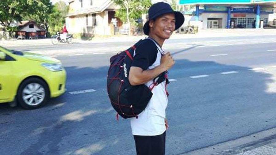 Chàng trai đi bộ xuyên Việt với cái túi rỗng