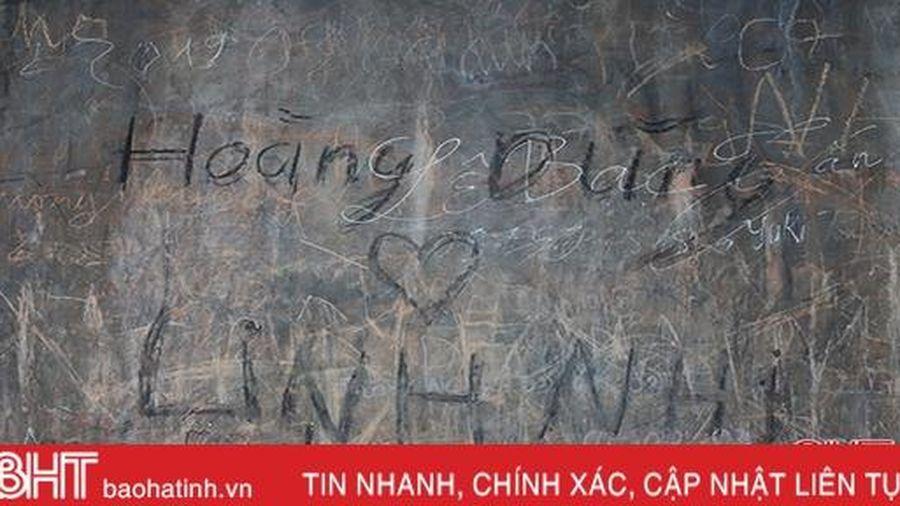 Lên Hoành Sơn quan, chạnh lòng thấy di tích gần 200 tuổi bị 'làm xấu'!