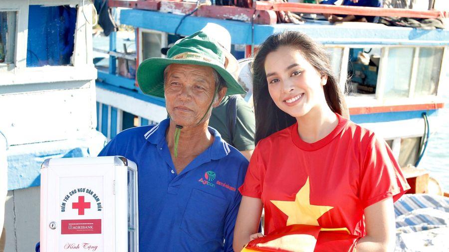 Trao 3.000 cờ Tổ quốc cho ngư dân Lý Sơn vươn khơi bám biển