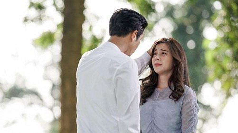 Chồng muốn ly hôn vì tìm được 'tình yêu đích thực', em chồng mỉm cười gọi 2 cuộc điện thoại đủ khiến anh lập tức quỵ lụy đón vợ về