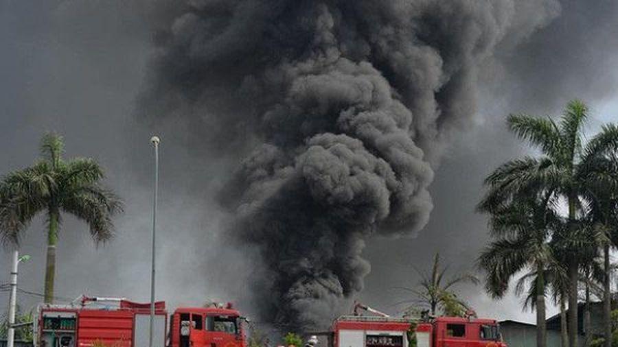 Chính phủ yêu cầu làm rõ nguyên nhân cháy kho hóa chất tại Long Biên, Hà Nội