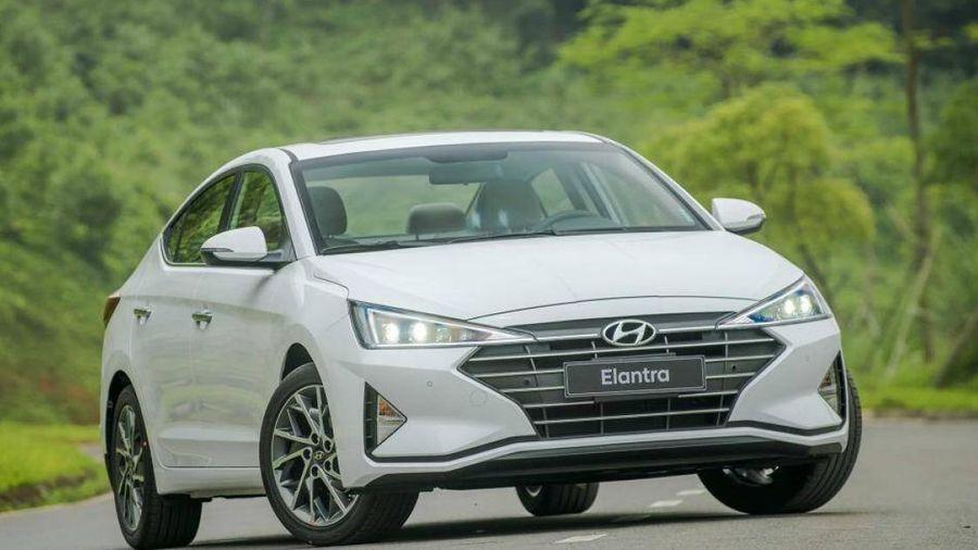 Đánh giá: Lăn bánh hơn 700 triệu đồng, có nên mua Hyundai Elantra?