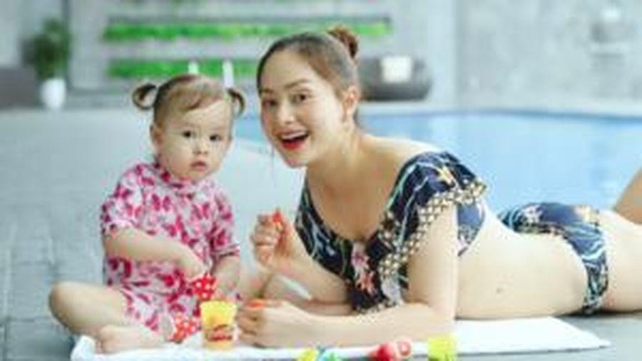 Con gái quấy khóc, Lan Phương liền ra 'tuyệt chiêu' đáng học hỏi