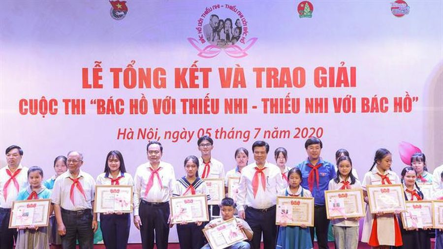Cuộc thi 'Bác Hồ với thiếu nhi - Thiếu nhi với Bác Hồ' trao 60 giải thưởng cho các cá nhân