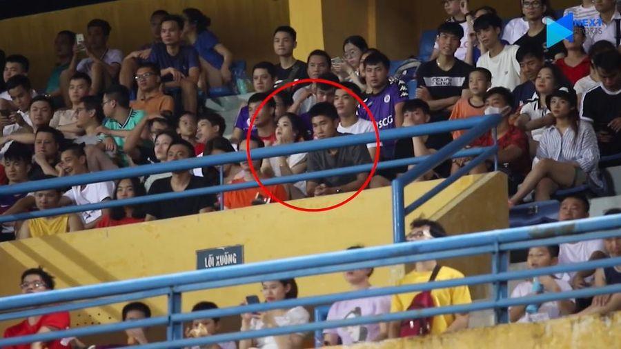 Bạn gái cũ Quang Hải xuất hiện trên khán đài trận Viettel vs Hà Nội FC
