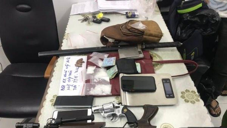 Liên tiếp 'bóc' 3 đường dây tội phạm ma túy, thu nhiều súng đạn