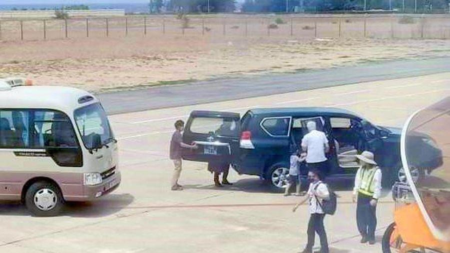 Xe biển xanh vào sân bay: Đúng quy định hay đặc quyền của phó bí thư?