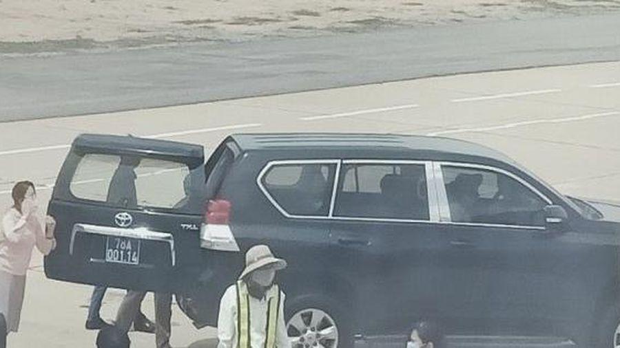 Phó bí thư Phú Yên nói gì về việc xe biển xanh đón tại chân cầu thang máy bay?