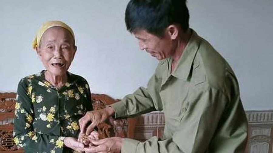 Lão nông nhờ đăng facebook tìm chủ nhân đánh rơi túi vàng