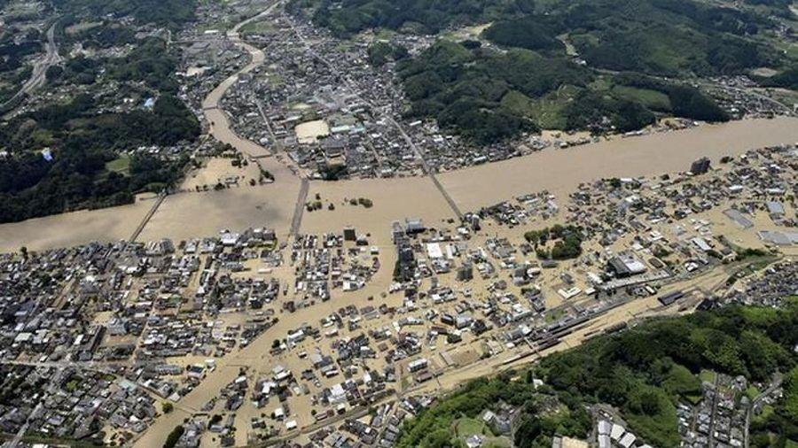 Mưa lũ ở Nhật Bản: Nhà cửa tan hoang, phố biến thành sông