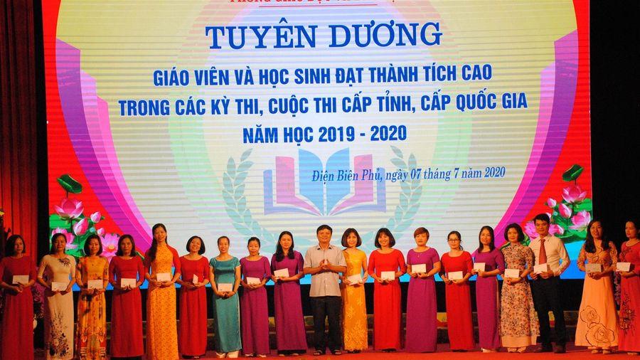 Thành phố Điện Biên Phủ vinh danh giáo viên, học sinh có thành tích xuất sắc