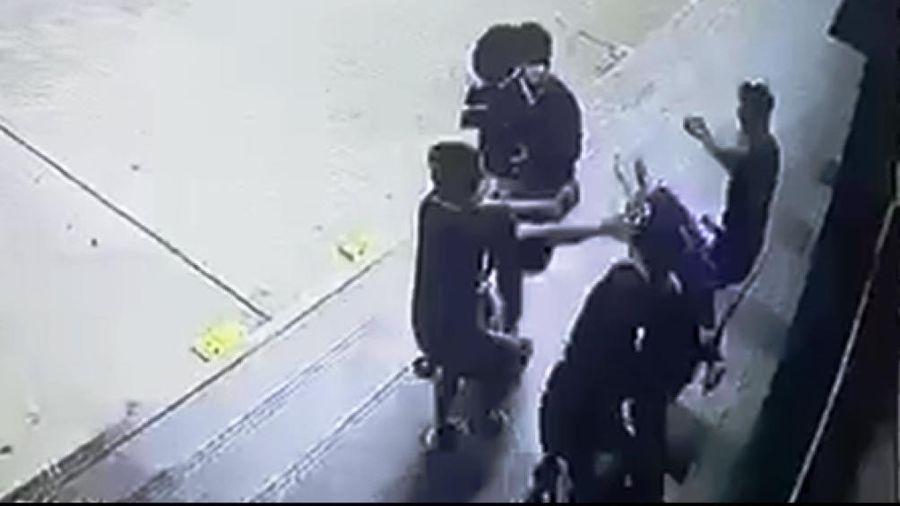 Hé lộ nguyên nhân vụ hỗn chiến trước siêu thị, thanh niên trúng 2 viên đạn bi vào đầu