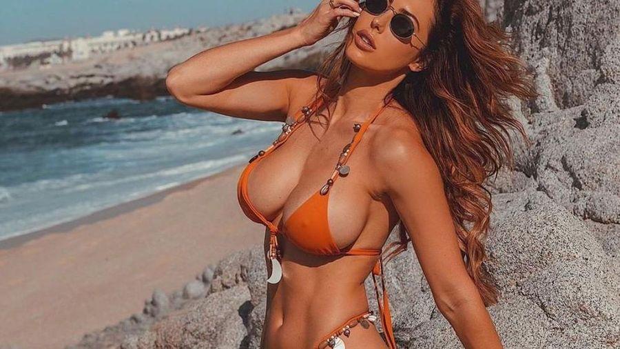 Hope Beel mặc bikini nóng rực, 'đốt cháy' nắng hè