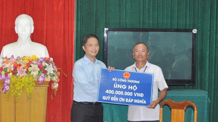 Bộ Công Thương trao 400 triệu đồng ủng hộ Quỹ Đền ơn đáp nghĩa Hà Tĩnh