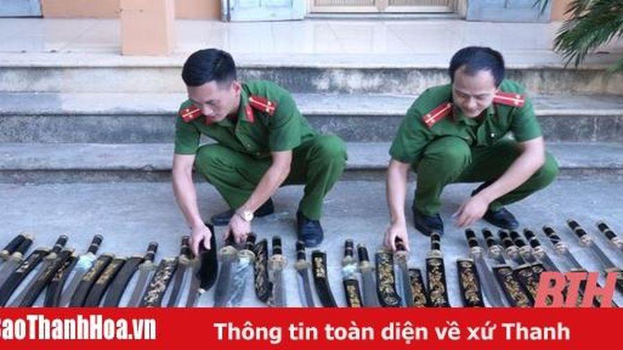 Thu giữ số lượng lớn vũ khí, công cụ hỗ trợ vận chuyển qua đường bưu điện