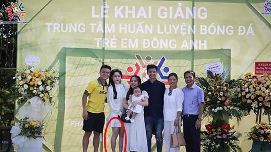 Dân mạng tiếp tục 'soi' ngoại hình của Huỳnh Anh trong ảnh chụp cùng gia đình Quang Hải