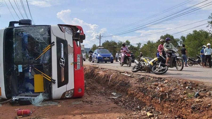 Tai nạn liên hoàn ở Phú Quốc, tài xế đập cửa xe cứu 30 người