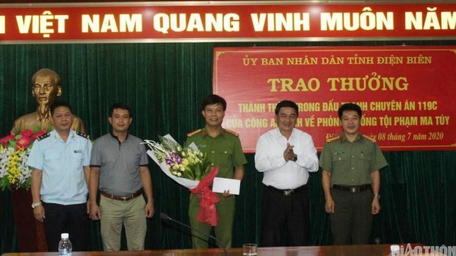 Điện Biên: Bắt 3 đối tượng, thu giữ 54 bánh heroin