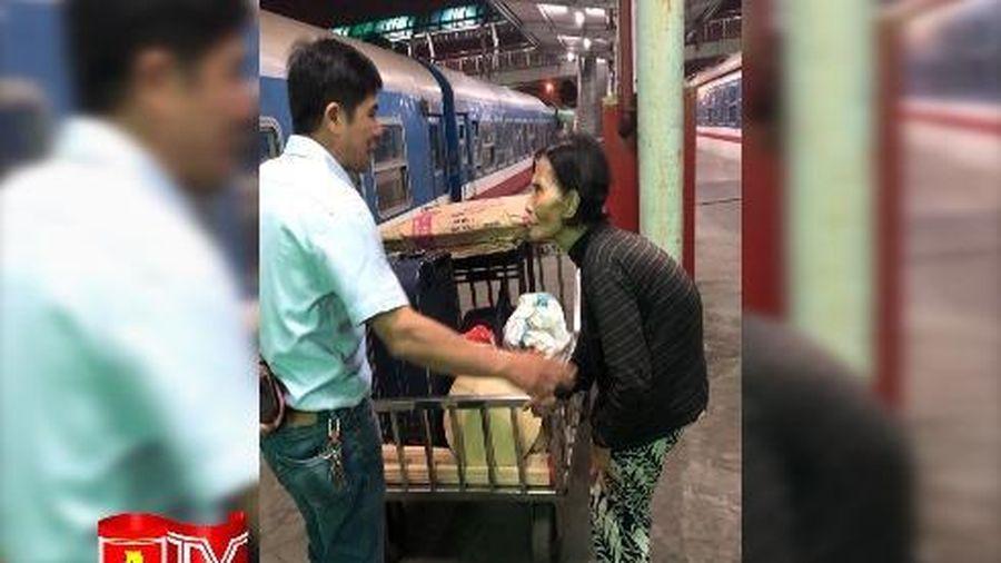 Đồn Công an đường sắt ga Hà Nội giúp đỡ cụ già 81 tuổi cơ nhỡ